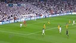 Isco rouba a bola e toca para Cristiano Ronaldo que perde aos 23 do 2º tempo