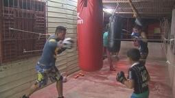 Projeto social leva aulas de boxe para jovens de área de ponte em Macapá