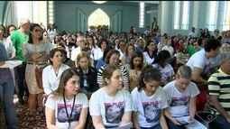 Familiares e amigos participam da missa de 7º dia de médica morta no ES