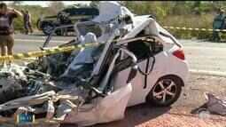 Mulher morre após carro colidir com caminhão na BR-316 próximo a Teresina