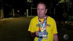 Aposentado medalhista treina para corrida de rua que acorre neste domingo (24) em Natal