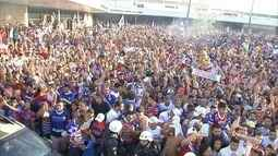 Torcida recebe time do Fortaleza com festa após acesso à 2ª Divisão