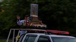 Mesmo com chuva, fiéis homenageiam Nossa Senhora Aparecida em cidades do RS