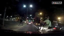 Vídeo mostra policial reagir a tentativa de assalto perto da Uerj
