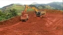 Extração de bauxita, minério que dá o alumínio, degrada o meio ambiente