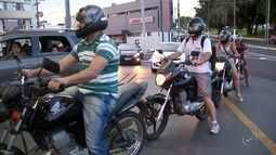 Motoristas abastecem veículos com 50 centavos em protesto contra preço dos combustíveis