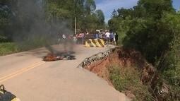 Moradores fecham rodovia Mário Covas em protesto por melhorias no asfalto