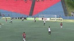Daniel Soares cruza na área e quase encobre o goleiro, aos 26 do 2º tempo