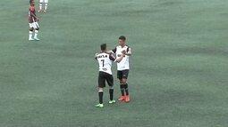 Gol do Atlético-MG! Anderson Cordeiro aproveita falha da defesa e marca, aos 36 do 2º