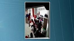De capacete, homem invade gráfica e rende funcionários e clientes em Cruzeiro do Sul