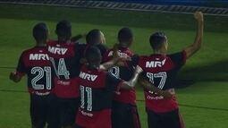 Gol do Flamengo! Vitor Gabriel arranca do campo de defesa e marca, aos 27' do 1º tempo
