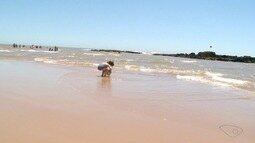 Bombeiro fala sobre cuidados com crianças nas praias de Marataízes, ES
