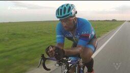 Ciclista Cláudio Clarindo é homenageado por amigos na rodovia Rio-Santos