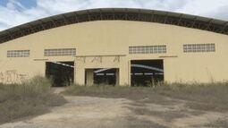 Moradores de Caracaraí reclamam do abandono de dois ginásios de esportes no município