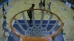 Bauru Basket encara o Flamengo pelo NBB