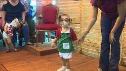 Crianças participam de carnaval em shopping da capital