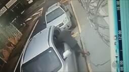 Ladrões quebram vidros de carros para roubar o que tiver dentro em Franca, SP