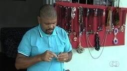 Homem pede ajuda para conseguir emprego para sustentar a família, em Aparecida de Goiânia