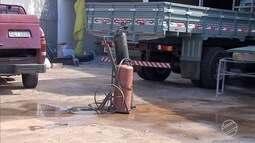 Cilindro de oxigênio pega fogo na mão de mecânico em Campo Grande