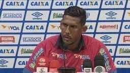 Avaí apresenta goleiro Aranha para a sequência da temporada