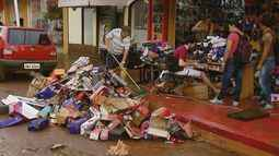 Chuva em São Carlos: cerca de 100 lojas têm prejuízos com alagamentos no Centro