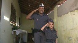 Menino de 7 anos de Cosmópolis luta contra leucemia e sonha em ser policial militar