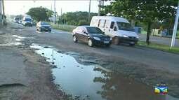 Buracos causam riscos na Avenida dos Portugueses em São Luís