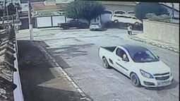 Câmera de segurança registra acidente com van escolar em Pouso Alegre (MG)