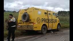 Carro forte pe atacado por assaltantes na PA-449 próximo a Rio Maria