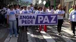 Moradores realizam caminhada e pedem paz em Angra dos Reis, RJ