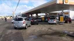 Motoristas fazem fila para abastecer veículos em Sergipe