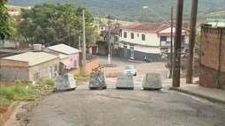 Risco de desabamento de barranco ameaça moradores em Pouso Alegre, MG
