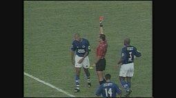 Em clássico marcado por expulsões, América-MG vence o Cruzeiro no Brasileiro de 2001