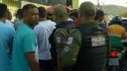 Pessoas enfrentam filas para conseguir emprego em Parauapebas