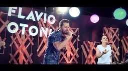 Uma história de amor: em homenagem à mãe, Flávio traduziu suas músicas para Libras