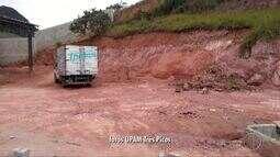 Polícia flagra extração ilegal de barro em Cachoeiras de Macacu, no RJ
