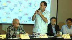 Eduardo Paes (DEM) faz campanha na Barra da Tijuca, no Rio