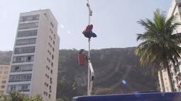 Piloto de paraglider fica preso em poste ao tentar pousar no Itararé