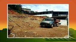 Policiais da UPAm constatam corte de talude e extração mineral em Petrópolis, no RJ