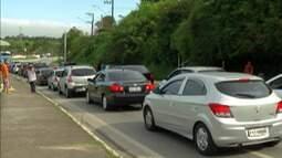 Mogi-Bertioga tem trânsito intenso durante toda a sexta-feira de feriado