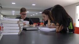 Estudantes de Governador Valadares aproveitam aulões para se prepararem para o Enem