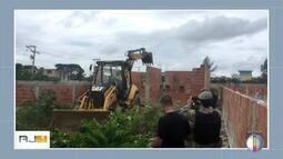 INEA faz operação contra ocupação irregular em área de preservação ambiental em Arraial