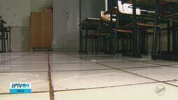 Aulas são canceladas após chuva alagar salas em escola de Porto Ferreira, SP