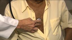 Reportagem ensina como verificar batimentos cardíacos e prevenir problemas