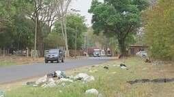 Acpumulo de lixo e falta de asfalto gera reclamações em bairro rural de Araçatuba