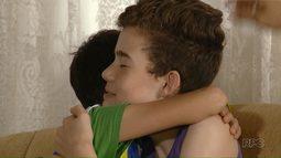 Menino vítima de ataque a escola em Medianeira volta para casa