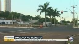Obra na rede de esgoto bloqueia trecho da Avenida Jerônimo Gonçalves em Ribeirão Preto