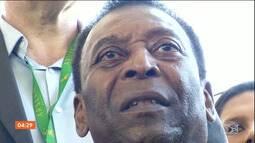 Pelé recebe homenagem em um centro de treinamento em São Paulo