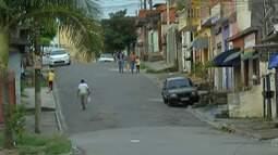 Moradores de Itaquaquecetuba reclamam de roubos em pontos de ônibus