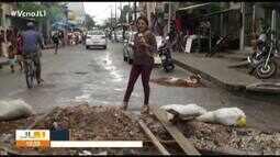 Moradores reclama de buraco na rua Barão do Igarapé-Miri, no bairro do Guamá, em Belém
